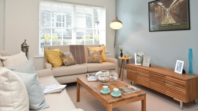 2 bed flat to let, Canning Place Mews - London Central Portfolio Limited