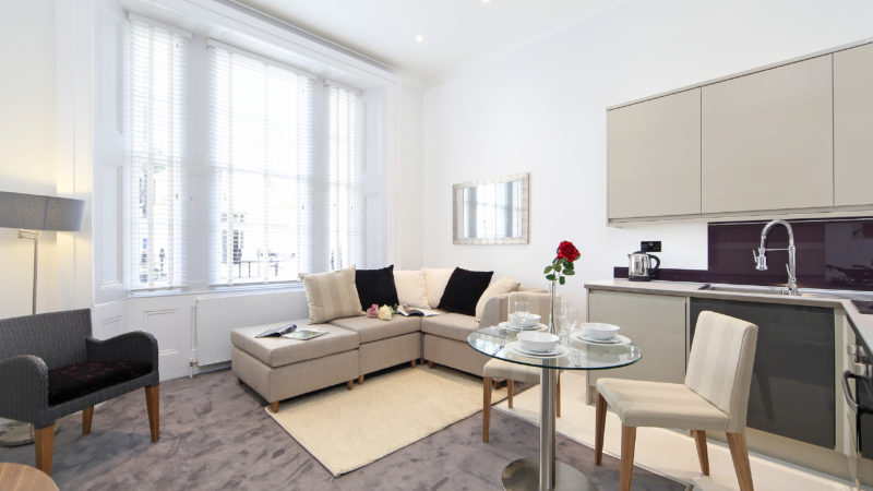 2 bed flat to let, St George's Drive - London Central Portfolio Limited