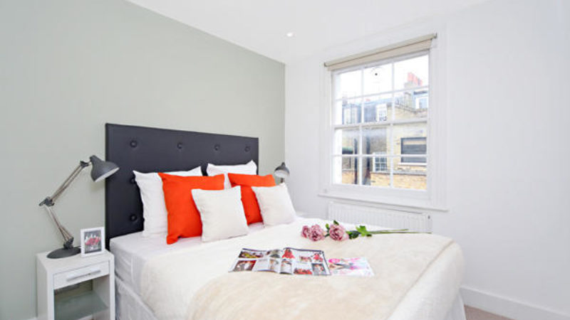 3 bed flat to let, Winchester Street - London Central Portfolio Limited
